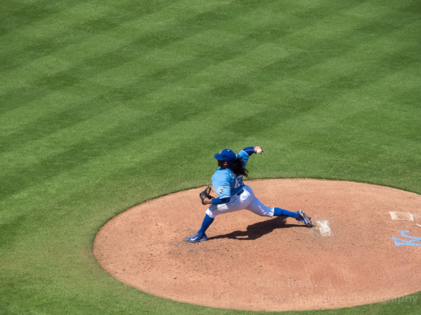 Jonny Cueto pitching