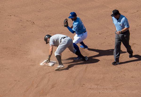 Eaton and Alcides Escobar at second base